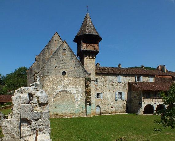 L'église Sainte-Augustin de l'abbaye Notre-Dame-du-Val-Paradis à Espagnac-Sainte-Eulalie (bourg) dans le Lot