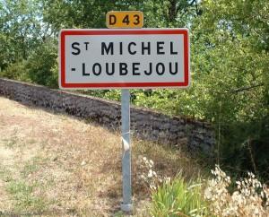 Panneau du village de Saint-Michel-Loubejou