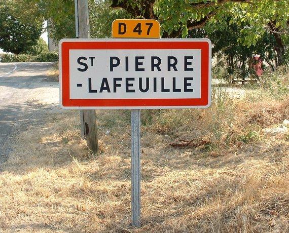 Panneau du village de Saint-Pierre-Lafeuille dans le Lot