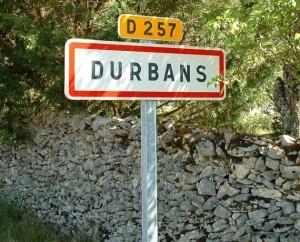 Panneau du village de Durbans dans le Lot