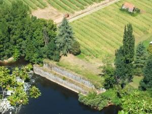 L'écluse désaffectée de Caillac à Montbrun dans le Lot depuis le Saut de la Mounine