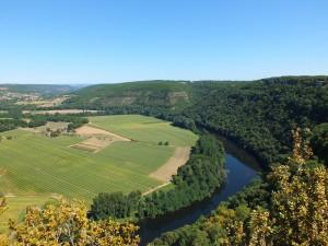Point de vue sur le cingle de Caillac à Montbrun dans le Lot depuis le Saut de la Mounine