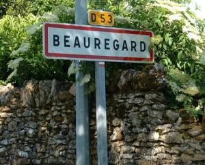 Panneau du village de Beauregard dans le Lot