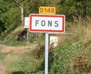 Panneau du village de Fons dans le Lot