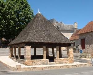 Halle de Thémines (bourg) dans le Lot