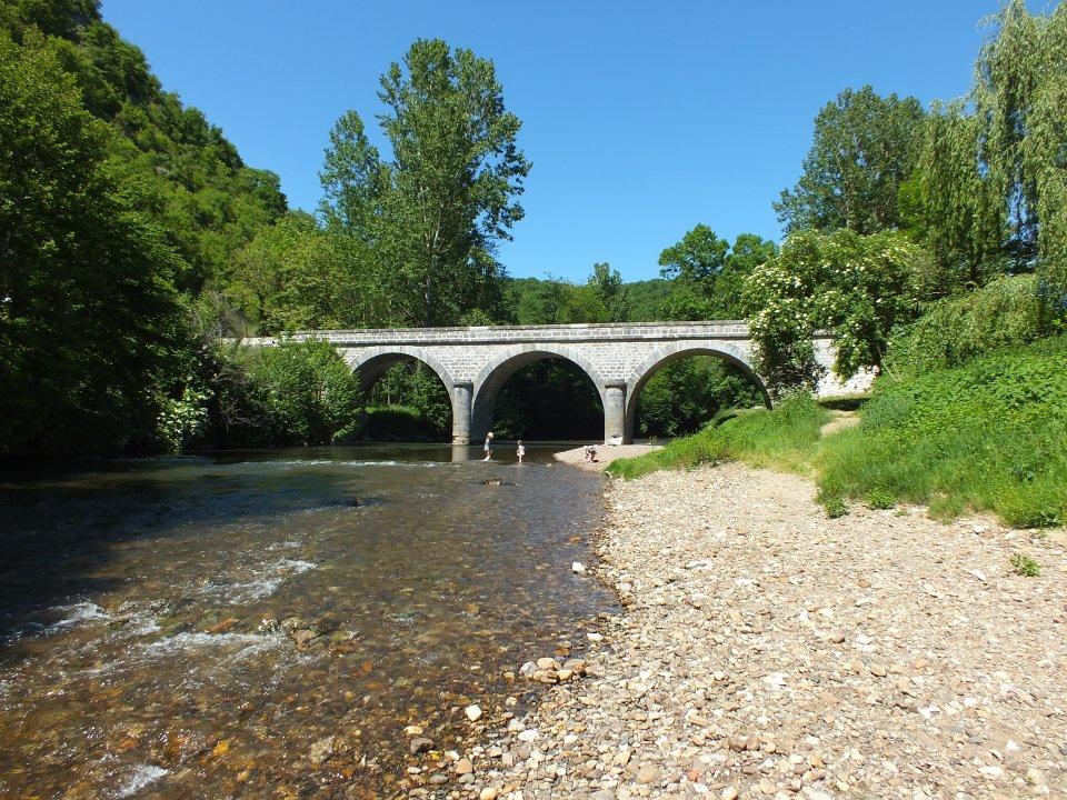 Baignade au pont d'Espagnac à Espagnac-Sainte-Eulalie dans le Lot