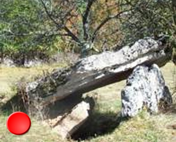 Dolmen de la Pierre Levée Lacoste à Issendolus dans le Lot
