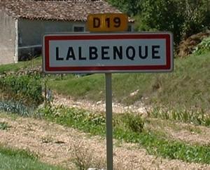 Panneau du village de Lalbenque dans le Lto