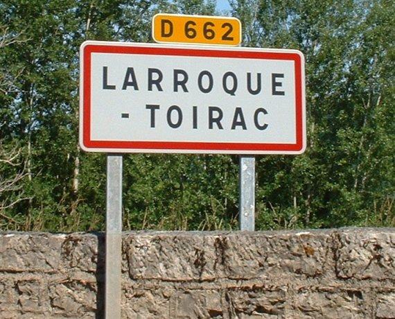 Panneau du village de Larroque-Toirac dans le Lot
