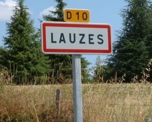 Panneau du village de Lauzès dans le Lot