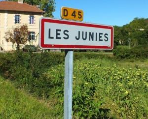 Panneau du village de Les Junies dans le Lot