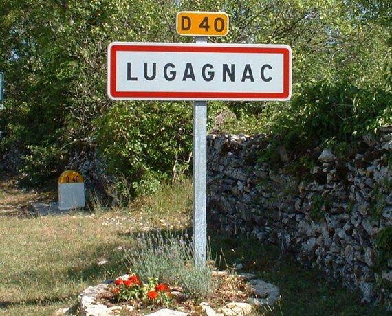 Panneau du village de Lugagnac dans le Lot