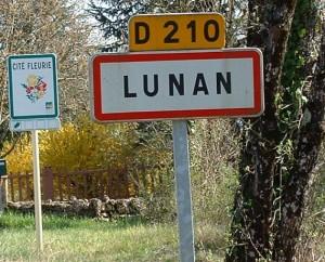 Panneau du village de Lunan dans le Lot