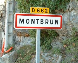 Panneau du village de Montbrun dans le Lot