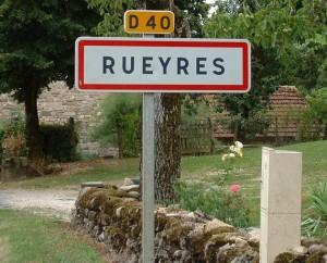 Panneau du village de Rueyres dans le Lot
