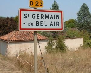 Panneau du village de Saint-Germain-du-Bel-Air dans le Lot