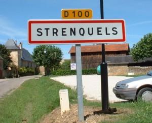 Panneau du village de Strenquels dans le Lot