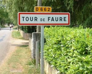 Panneau du village de Tour-de-Faure dans le Lot