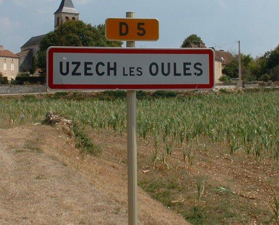 Panneau du village d'Uzech dans le Lot