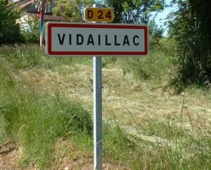 Panneau du village de Vidaillac dans le Lot