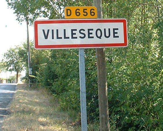 Panneau du village de Villesèque dans le Lot