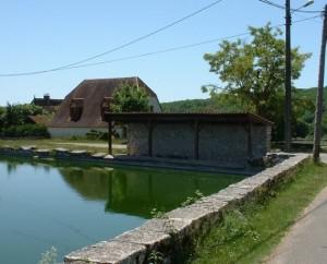 Lavoir à Reilhac dans le Lot (bourg)