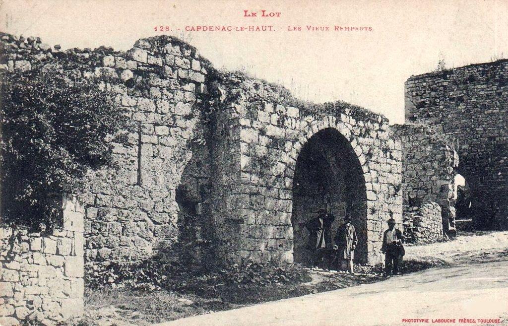 La porte de Gergovie à Capdenac-le-Haut dans le Lot (Début XXe)