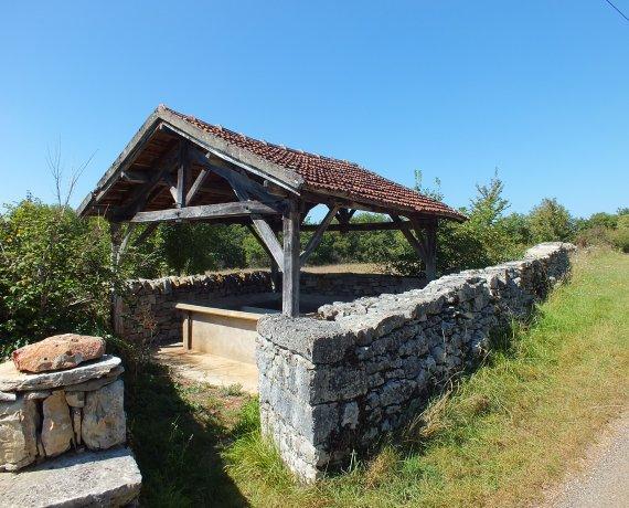 Le lavoir de la Fontaine de Cornillou à Corn dans le Lot