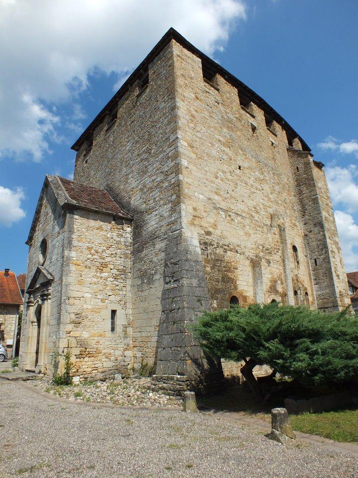 L'église Saint-Pierre-ès-Liens à Saint-Pierre-Toirac dans le Lot (bourg)