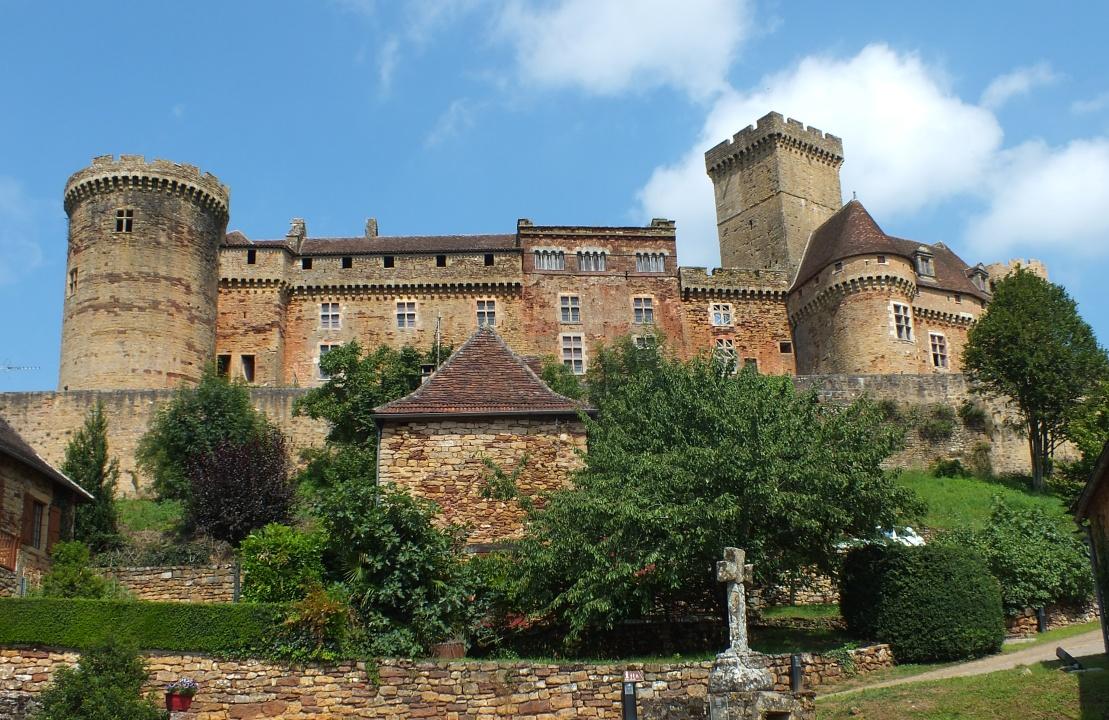 Le château de Castelnau Bretenoux à Prudhomat dans le Lot