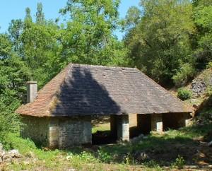 Le lavoir du Ruisseau à Calvignac dans le Lot