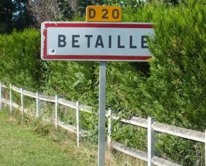 Panneau du village de Bétaille dans le Lot