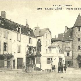 La Place de l'Église à Saint-Céré dans le Lot