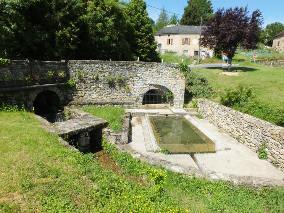 Lavoir de Souilhes à Saint-Jean-Lespinasse