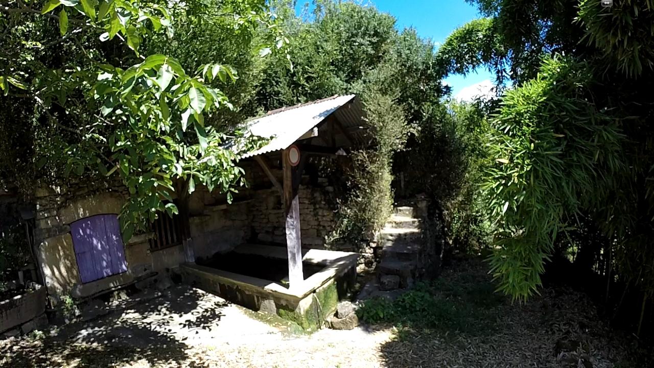 Le lavoir de la fontaine de La Contie à Lunan