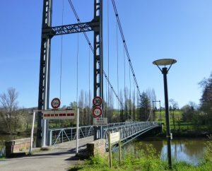 Ponts & Viaducs - Albas - Pont suspendu (bourg) - Pont suspendu à Albas (bourg)