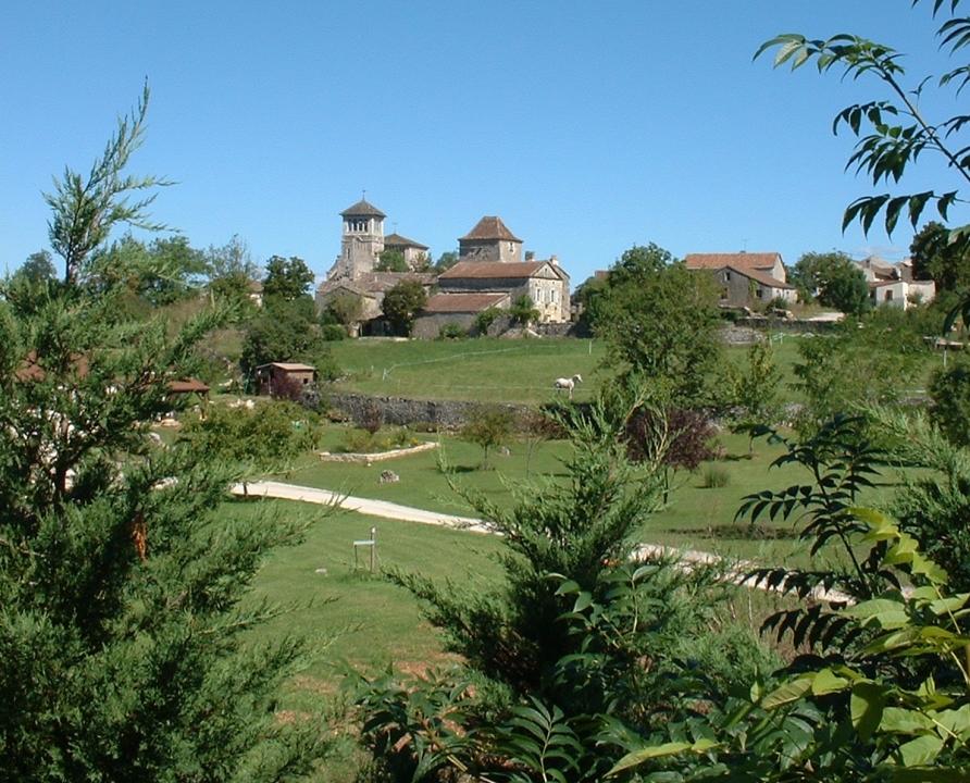 Circuits randonnée pédestre - Aujols - Balade de Puits en Lavoirs - 11km (le bourg d'Aujols)