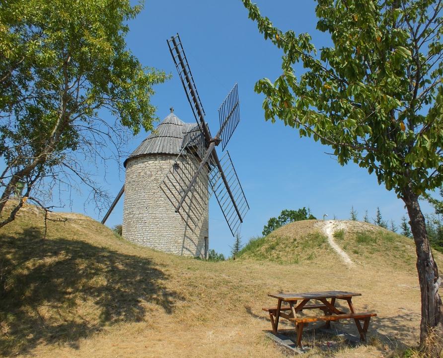 Circuit VTT - Castelnau-Montratier - Bastide et Moulins en Quercy Blanc - 30km (Moulin à vent de la Mairie à Castelnau-Montratier)