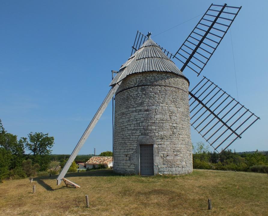 Circuits randonnée pédestre - Cézac - Le circuit du Moulin de la Boisse - 14km (le moulin de Boisse à Sainte-Alauzie)