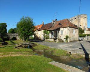 Circuits randonnée pédestre - Rudelle - Balade Autour de la Bastide - 9km (Le ruisseau & l'église Saint-Martial à Rudelle)