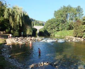 Baignade en eau douce - Saint-Sulpice - Baignade dans le Célé au pont de Saint-Sulpice (bourg) -