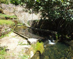Lavoirs - Corn - Le lavoir de la résurgence (bourg) -