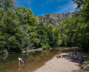 Baignade en eau douce - Sauliac-sur-Célé - Le célé à l'aire de repos -