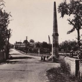 LOT'refois - CPA - début XXe - Livernon - Aiguille - Monument aux morts