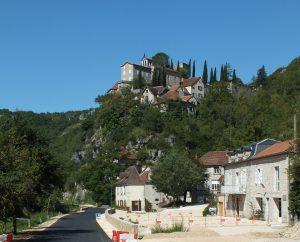 Points de vue - Montbrun - Vue sur le bourg depuis l'entrée Est -