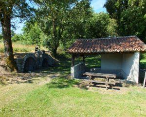 Lavoirs - Villesèque - Lavoir de la fontaine de Trébaïx -
