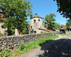 Circuits randonnée pédestre - Puyjourdes - De pierres et d'eau - 13km (Pigeonnier dans le bourg de Puyjourdes)
