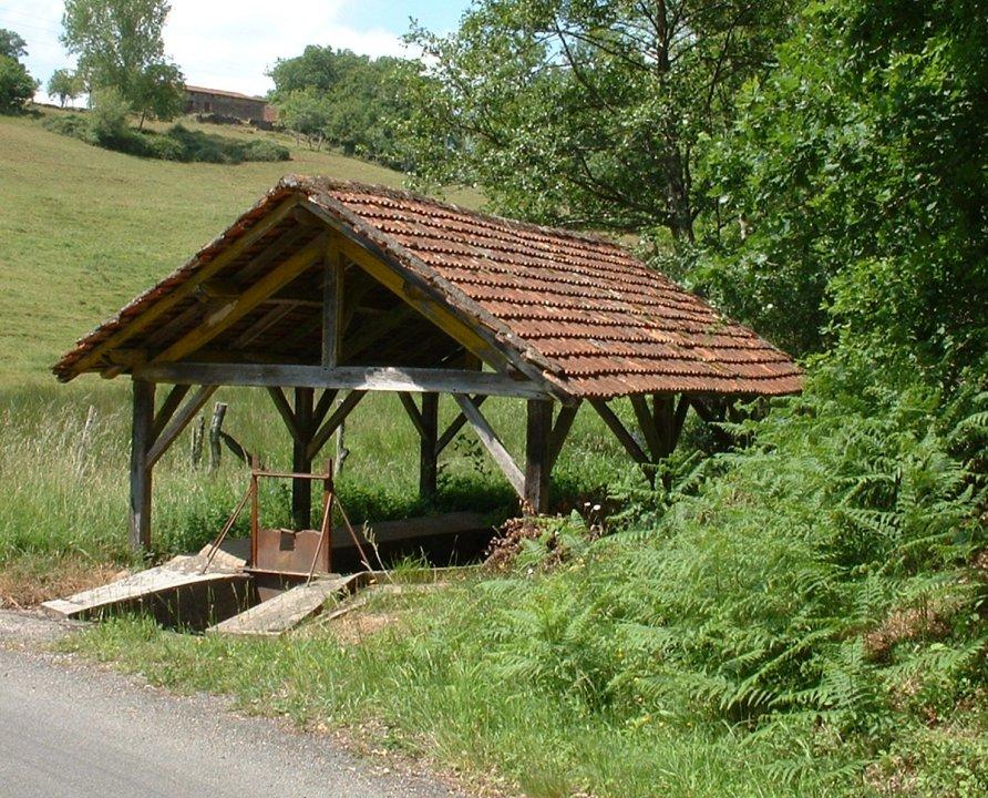 Le Bouyssou. Le lavoir de Pech Méja (2003)